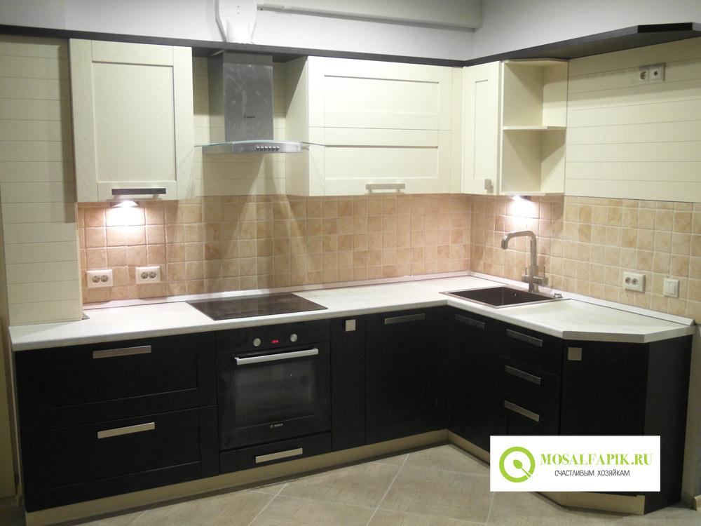Дизайн кухни темный низ светлый верх фото